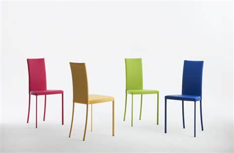 sedie ecopelle colorate consolle tavoli riflessi consolle allungabili tavoli