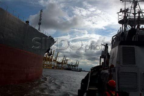 airasia zaman now lintasi selat karimata 27 kapal ikut cari airasia
