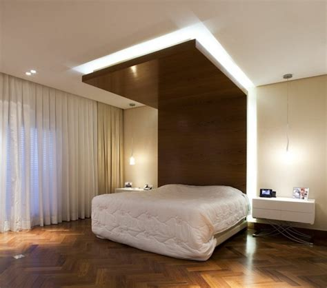 Plafond Desing by Am 233 Nager Une Pi 232 Ce Avec Un Haut Plafond Design