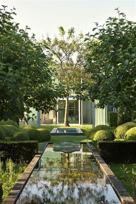 Garten Modern 5168 by Symmetrische Garten Gestaltung Wasserspiegel Hecken Rasen