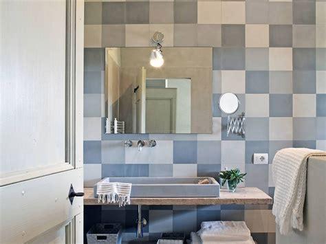 piastrelle bagno lucide o opache 40 idee per un bagno e bianco design e abbinamento
