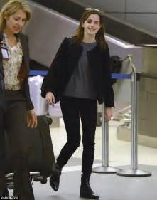 emma watson fan mail emma watson manages a slight smile as she gets photobombed