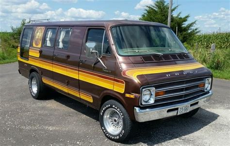 MaxiVan: 1977 Dodge Custom Van