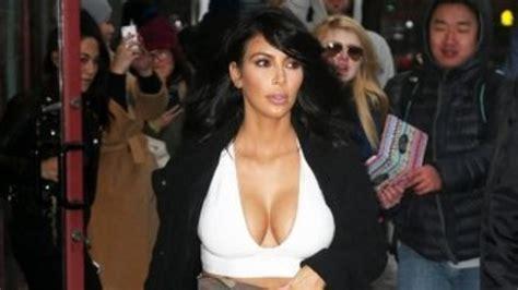 doble de kim kardashian llama la atencin de sus fans con kim kardashian sorprende con un look poco com 250 n en ella