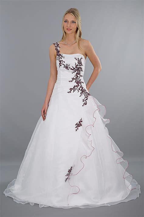 Hochzeitskleid Mit Rot by Brautkleid Modell Lilly Rot Bestickt Schmetterling