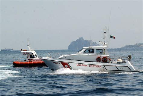 capitaneria di porto di anzio anzio scontro tra due imbarcazioni tre feriti grave una
