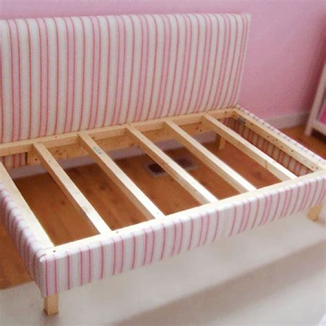 upholstered toddler bed 1000 images about diy daybed on pinterest day bed diy