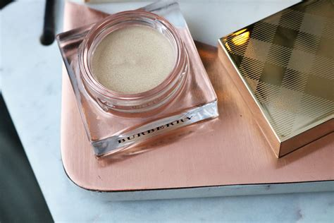 New Burberry Gold Glow Powder No01 Gold Shimmer Limited Edition burberry 2016 lifestylelinked