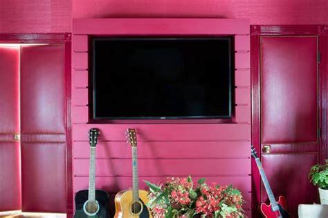 disguise  tv   diy built  media wall hgtv