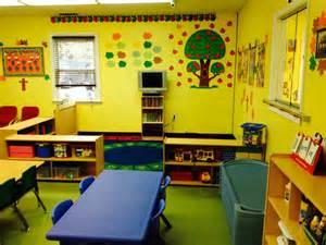 Preschool kids classroom viewing gallery