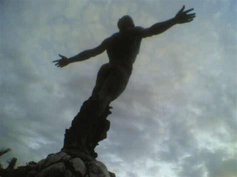 the oblation quezon city statue