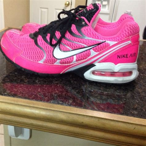 72 nike shoes pink and black nike torch 4