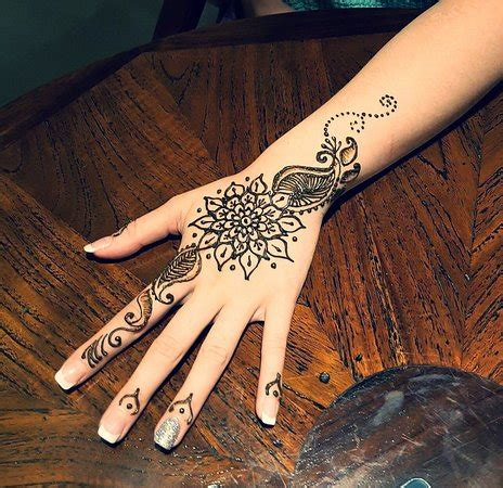 henna tattoo kuta bali simple hand henna design looovee it picture of henna