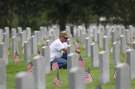 Memorial Day Honors Those Who Died In Service To Our Country by A Day To Honor Those Who Died For Us San Antonio Express