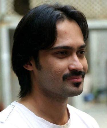 Waqar Zaka with his New Hair Style look   Arts