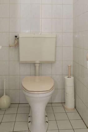 zwevend toilet aan gipswand inbouwtoilet plaatsen renovatiegroep uw rechterhand bv