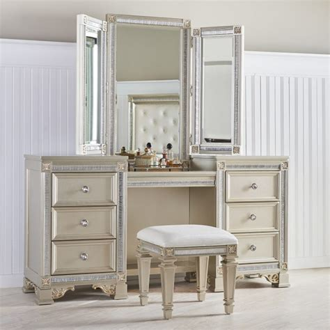 Practical Chelsea Bedroom Vanity With Mirror For Feminine Look Makeup Vanity Tables Functional But Fashionable Furniture