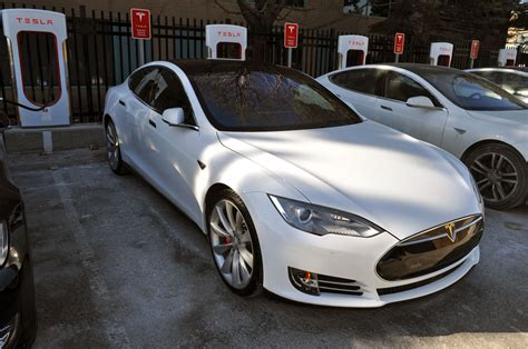 Tesla And Bmw 2015 Tesla Model S P85d Vs 2015 Bmw I8 Autos Ca