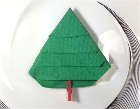 Tovagliolo Albero Di Natale by Come Piegare Un Tovagliolo A Forma Di Albero Di Natale