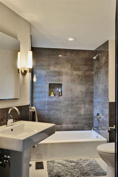 fliesen kleine badezimmer kleines badezimmer fliesen verlegen metall effekt