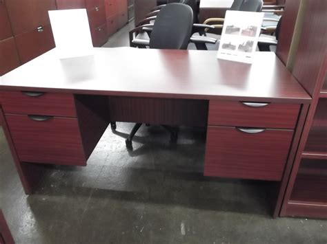 new mahogany pedestal desk new used office