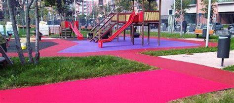 tappeti in gomma per esterni pavimento in gomma per le aree gioco