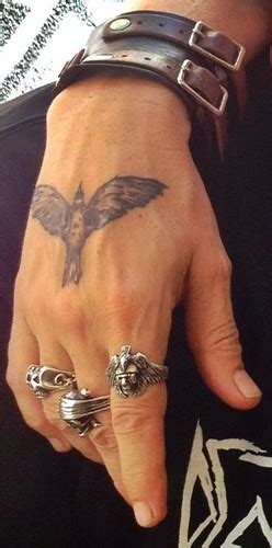 the crow tattoo johnny depp 20 de celebritati si semnificatia tatuajelor acestora