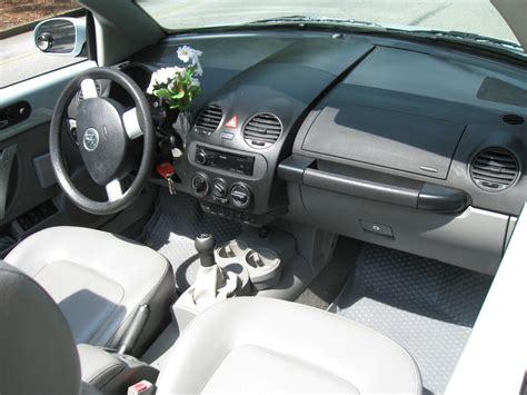 2004 Volkswagen Beetle Interior by 2004 Volkswagen Beetle Pictures Cargurus