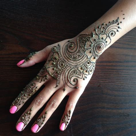 henna tattoo artist in okc hire crescent moon henna henna artist in chicago