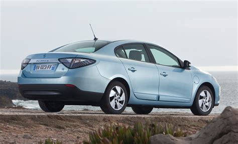 renault fluence ze renault fluence saloon review 2012 2013 parkers