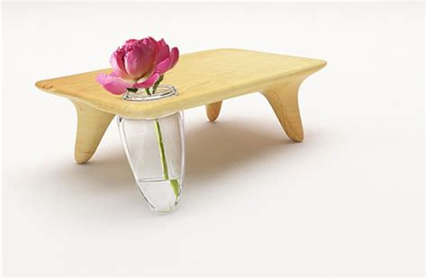 Table Flower Vase by A Table With A Flower Vase For A Leg The Flo Table