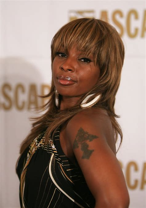 mary mary hairstyles pictures mary j blige medium straight cut with bangs mary j