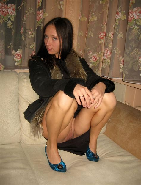 Women Squatting Upskirt Pictures