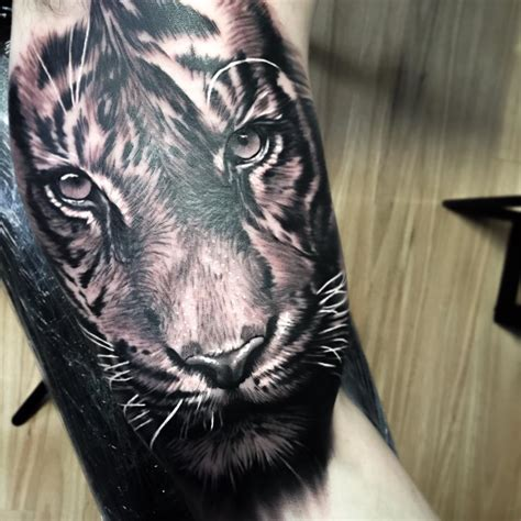 realistic tiger tattoo realistic tiger on arm