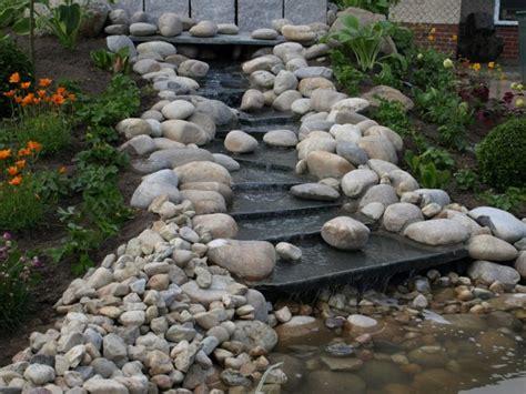 bachlauf aus stein bachlauf selber bauen anleitung und praktische tipps