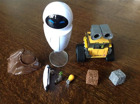 wall e figure toys thinkway toys deluxe wall e and figures review