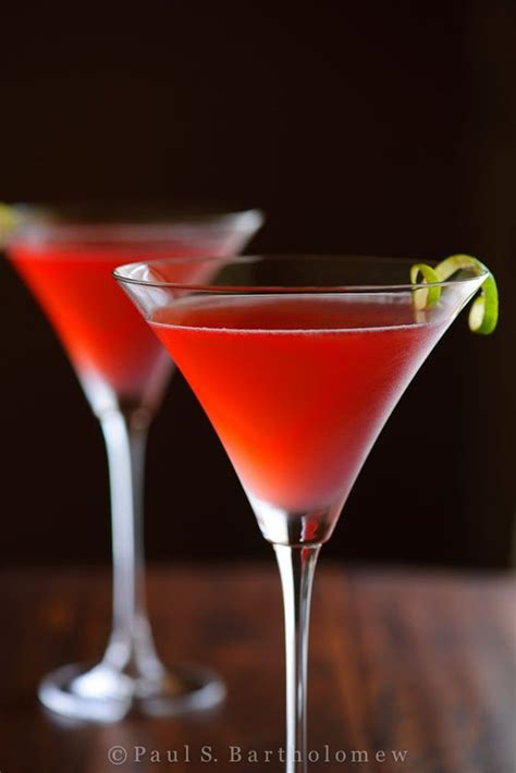 martini cosmo cosmopolitan cocktails sec and cranberry juice on