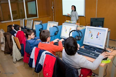 imagenes de niños trabajando matematicas ni 241 os trabajando con los ordenadores en el cita