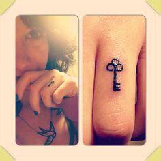 finger tattoo key tattoos on pinterest skeleton key tattoos key tattoos