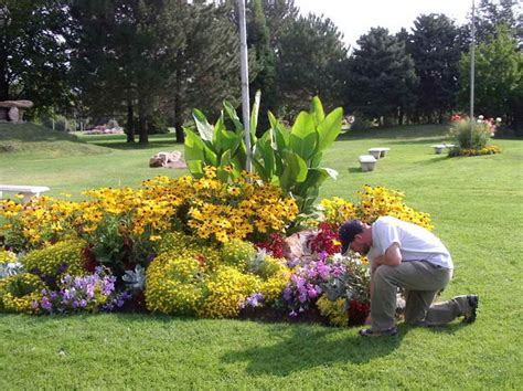 Flagpole Landscaping Ideas 25 Best Ideas About Flag Pole Landscaping On Pinterest Septic Tank Covers Boulder Landscape