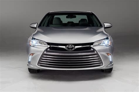 2015 toyota light 2015 toyota camry xle front view lights on photo 48