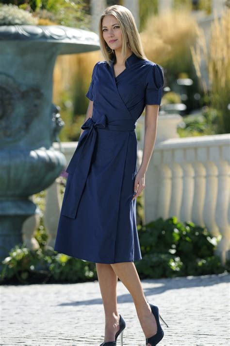 name of black women in blue dress in viagra commercial vestidos bonitos modestos e simples teus vestidos