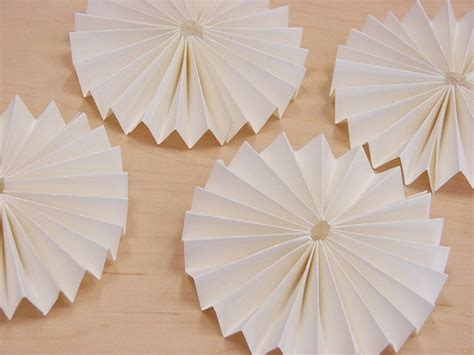 paper flower rosette tutorial paper rosette tutorial diy flowers tissue puffs and