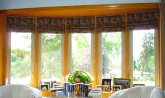 Pinch Pleated Valances Roman Shades In A Bay Window 187 Susan S Designs
