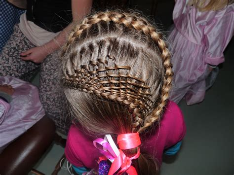 the most amazing different types of braids and twists with designs de charlotteamber vlecht in a hair salon for