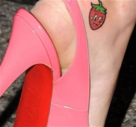 strawberry tattoo katy perry katie perry s ankle strawberry tattoo popstartats