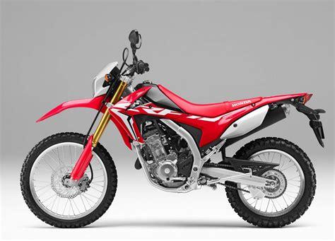 Enduro Einzylinder Motorrad by Enduros Und Motorr 228 Der Zum Endurowandern Mit Zelt Und