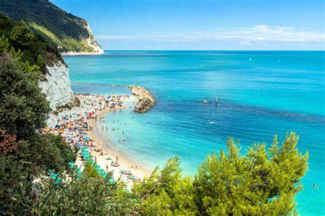 vacanze sirolo vacanze al mare il conero tra le mete top dell estate 2017