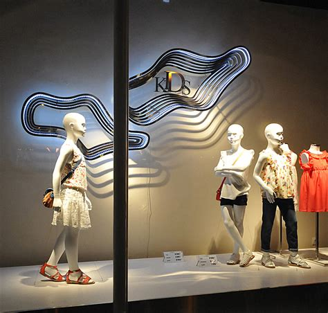60 best 02 zara images on email design email newsletters and email design inspiration zara window displays budapest 187 retail design