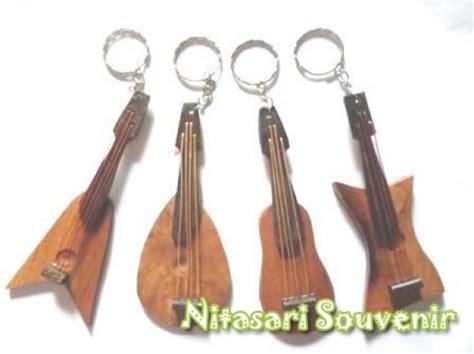 Souvenir Ganci Gitar Kayu gantungan kunci gitar
